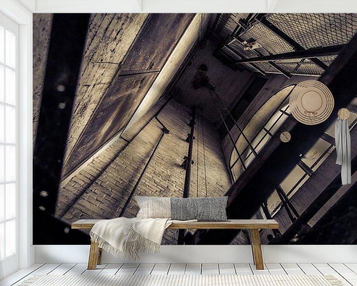 Sfeerimpressie behang: oude liftschacht van Franziska Pfeiffer