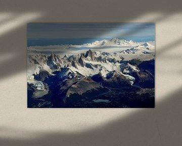 Gletscher und Berggipfel Patagoniens aus der Luft von Christian Peters