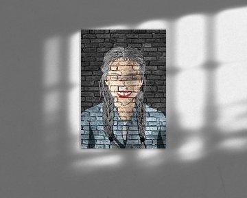 Lächelndes Mädchen Graffiti auf schwarzer Mauer von KalliDesignShop