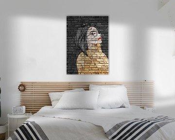 Junge Frau mit Brille Graffiti auf schwarzer Mauer von KalliDesignShop