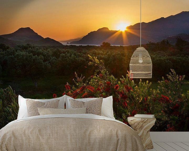 Sfeerimpressie behang: Kreta zonsondergang van Hans van den Beukel