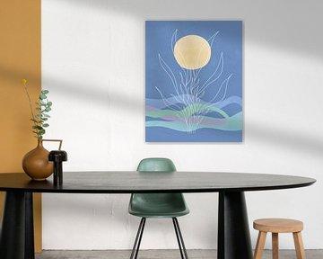 Blauwe golven met een zon en een abstracte zeeplant van Tanja Udelhofen