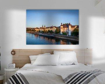 Peter Altmeier oever aan de Moezel met oude binnenstad in het avondlicht, Koblenz, Rijnland-Palts, D van Torsten Krüger