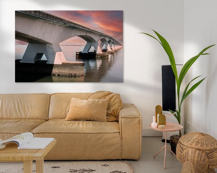 Sfeerimpressie: Zeelandbrug met avondrood. van Brian Morgan
