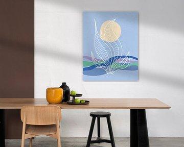 Blauwe golven met een zon en een abstracte zee plant van Tanja Udelhofen