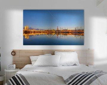 Kampen aan de rivier de IJssel skyline tijdens zonsondergang van Sjoerd van der Wal