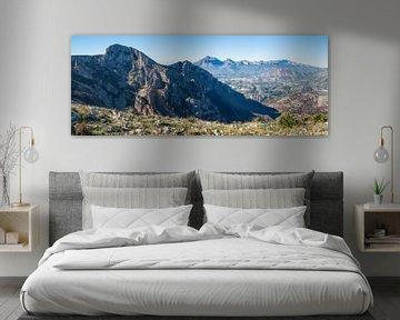 Panorama einer blauen Berglandschaft