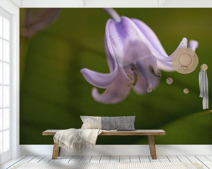 Sfeerimpressie behang: Bloem van de Boshyacint van Marga Vroom