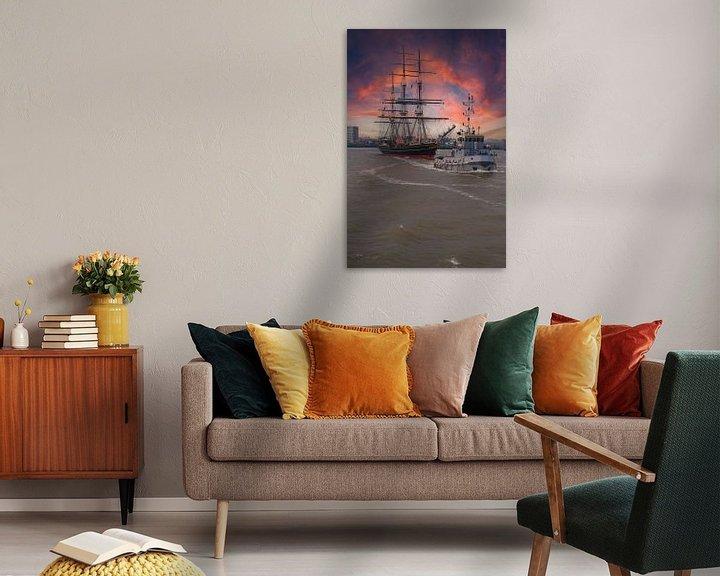 Sfeerimpressie: Koninklijk Jacht de Amsterdam bij avondlicht. van Brian Morgan