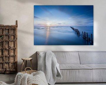 Blue sunset / Zonsondergang in het blauw van Ton Drijfhamer