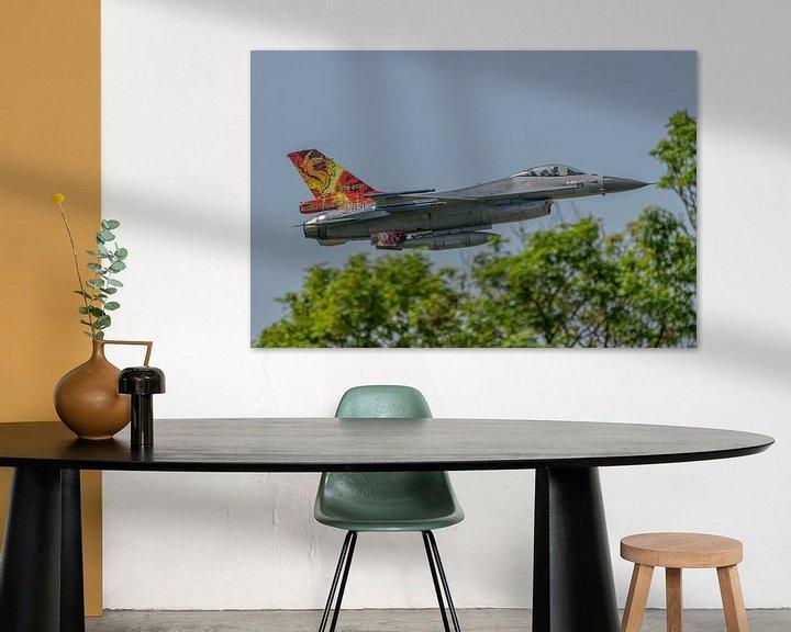 Sfeerimpressie: Een bijzonder fraaie Friese Draak is op de staart van een Nederlandse F-16 aangebracht ter gelegenhe van Jaap van den Berg