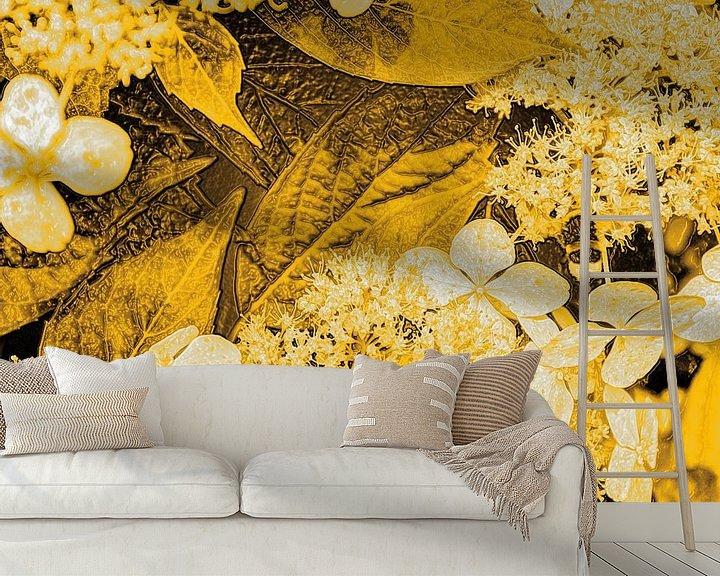 Sfeerimpressie behang: Digital Art Medium Bloemen Goud van Hendrik-Jan Kornelis