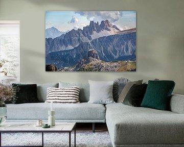 het ruige berglandschap van de Dolomieten met de Cima Ambrizzola van Leo Schindzielorz