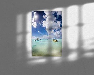 Fischerboote im türkisen Meer in der Karibik auf der Insel Barbados. von Voss Fine Art Fotografie