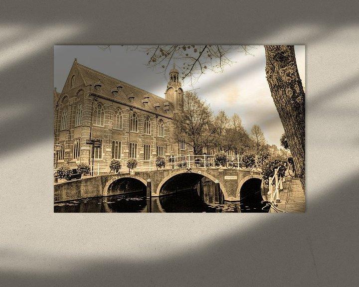 Sfeerimpressie: Nonnenbrug met Academiegebouw Leiden Nederland Sepia van Hendrik-Jan Kornelis