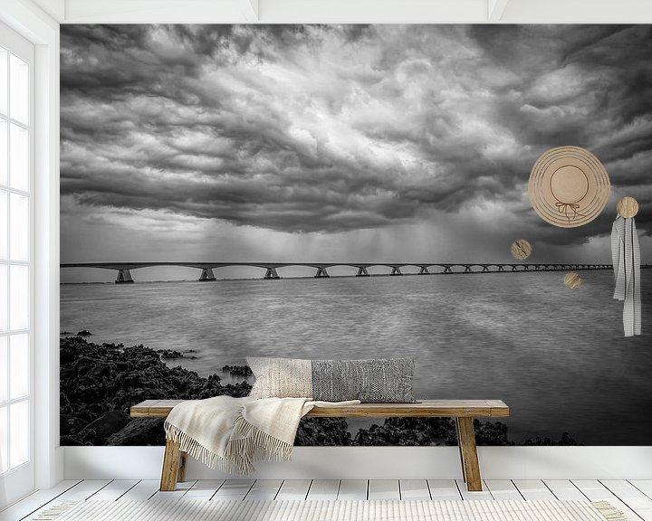 Beispiel fototapete: Zeelandbrug dunkle Wolken in schwarz und weiß von Marjolein van Middelkoop