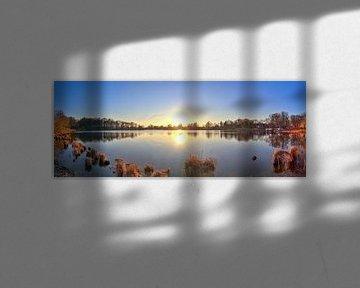 Panorama d'un coucher de soleil sur un lac sur MPfoto71