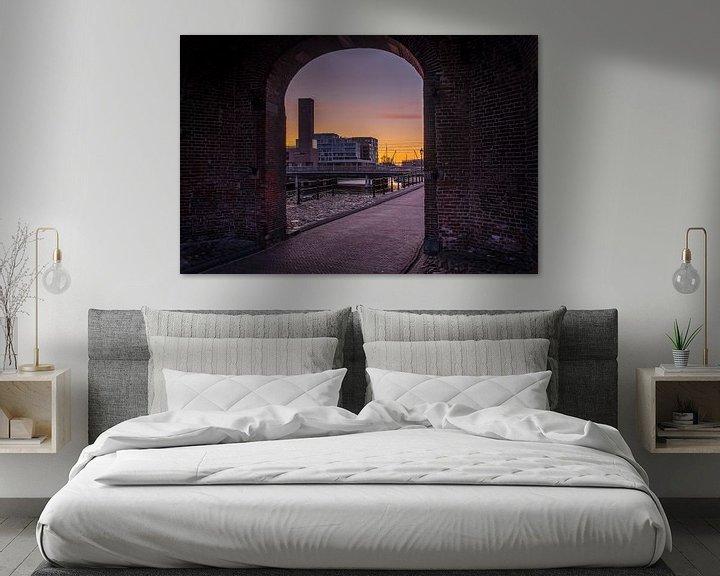 Sfeerimpressie: Doorkijkje van de koppelpoort met Amersfoort op de achtergrond. van Bart Ros