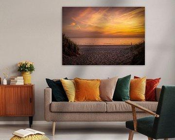 Zonsondergang duinen strand Hellevoetsluis van Marjolein van Middelkoop