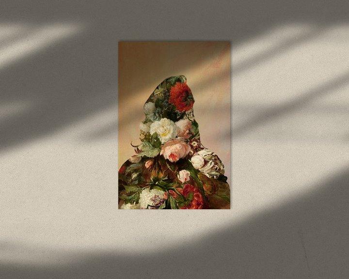 Sfeerimpressie: Bloemenportret van een vrouw. van StudioMaria.nl
