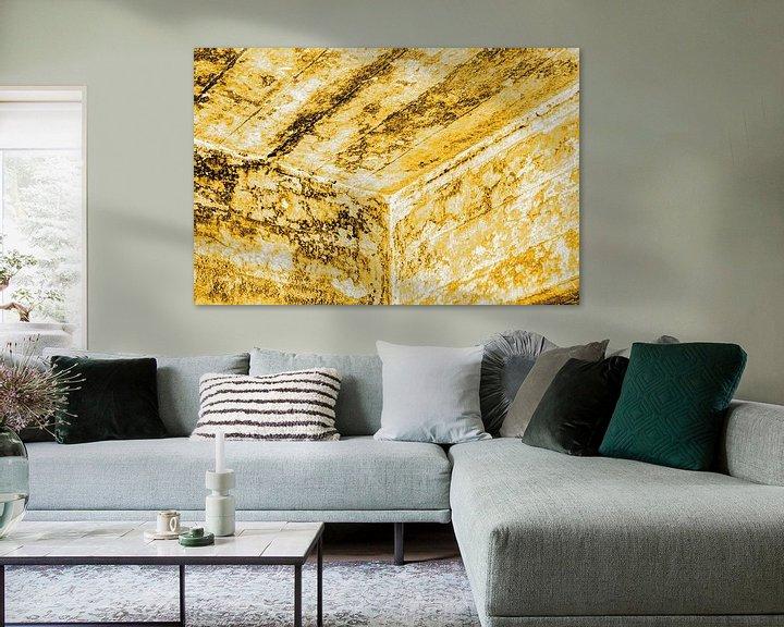 Sfeerimpressie: Minimalisme Kunst Fotografie Betonnen Muur Goud van Hendrik-Jan Kornelis