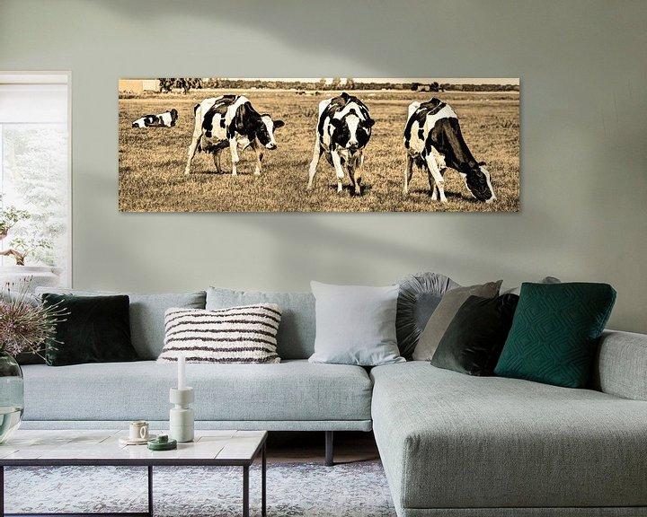 Sfeerimpressie: Zwartbont Koeien in de Weiland Sepia van Hendrik-Jan Kornelis