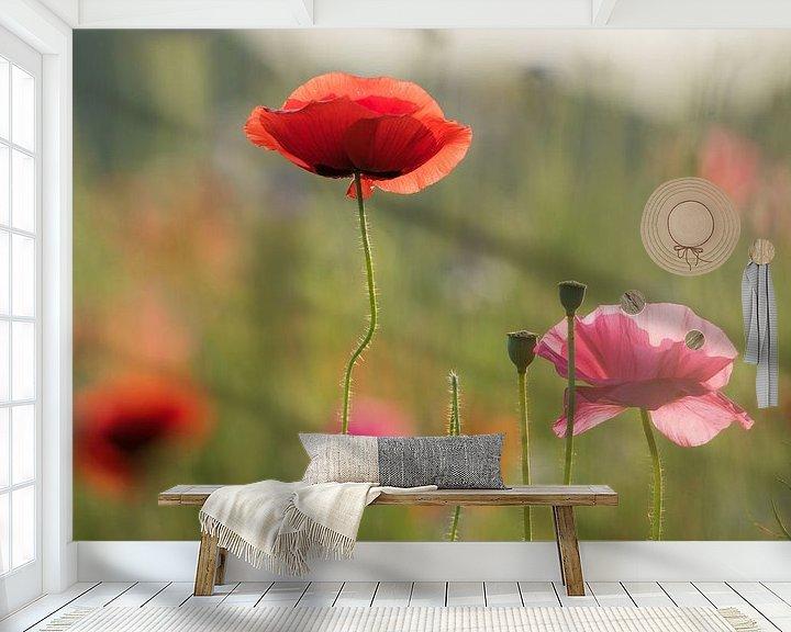 Sfeerimpressie behang: Klaproos veldbloemen van Jeannette Braamskamp