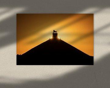 zonsondergang boven de Leeuw van Waterloo van Jim De Sitter