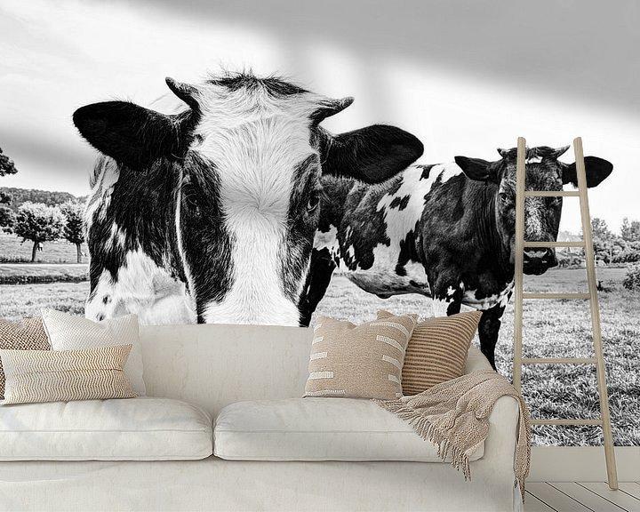 Sfeerimpressie behang: Koeien in Weiland Zwart-Wit van Hendrik-Jan Kornelis
