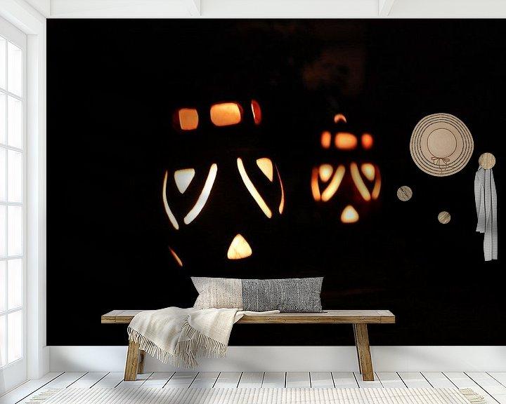 Sfeerimpressie behang: Gezichtjes in het donker van Menno Heijboer