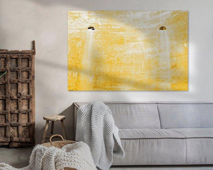 Sfeerimpressie: Minimalisme Kunst Fotografie Roestige Scheepswand Gold van Hendrik-Jan Kornelis