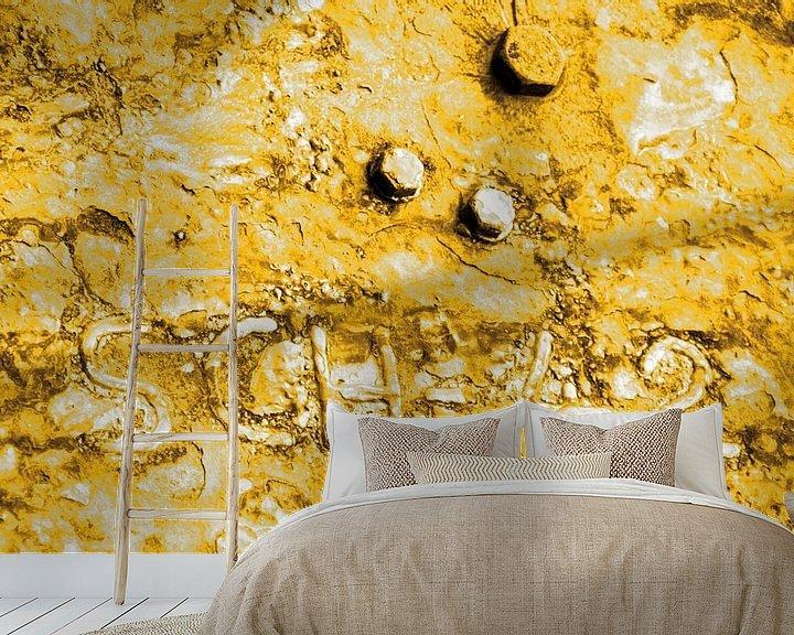 Sfeerimpressie behang: Minimalisme Kunst Fotografie Roestige Scheepswand Goud van Hendrik-Jan Kornelis