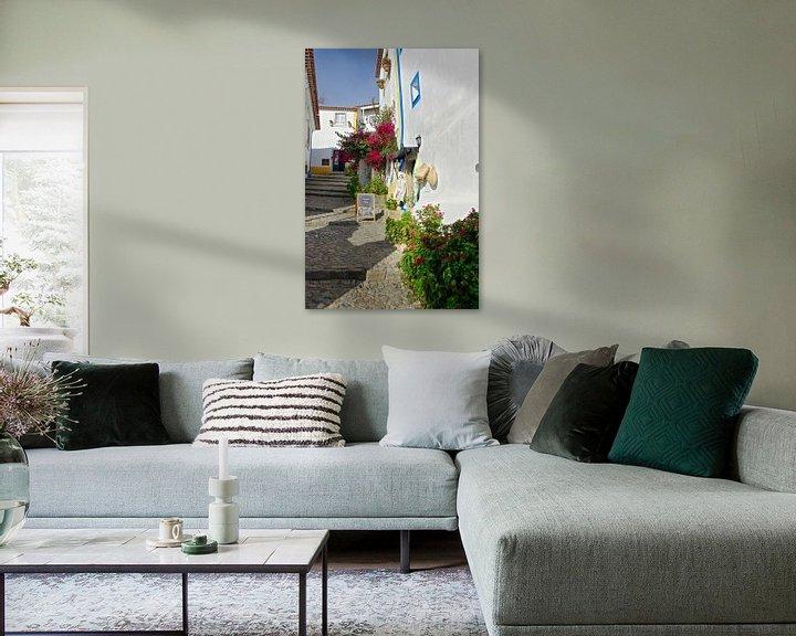 Sfeerimpressie: Een pittoresk steegje in Óbidos van Berthold Werner