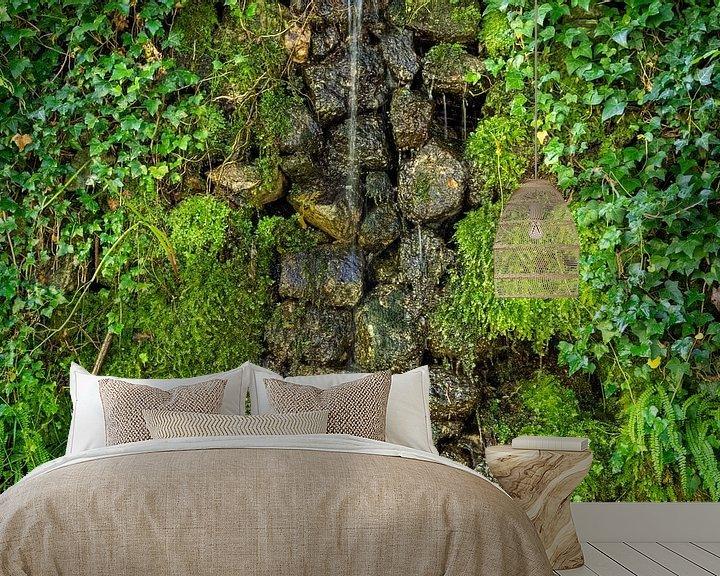 Beispiel fototapete: Wasser an moosbewachsener Natursteinmauer von Fartifos