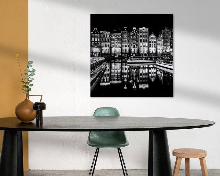 Sfeerimpressie: Rondvaartboten en panden in Amsterdam van Ton de Koning