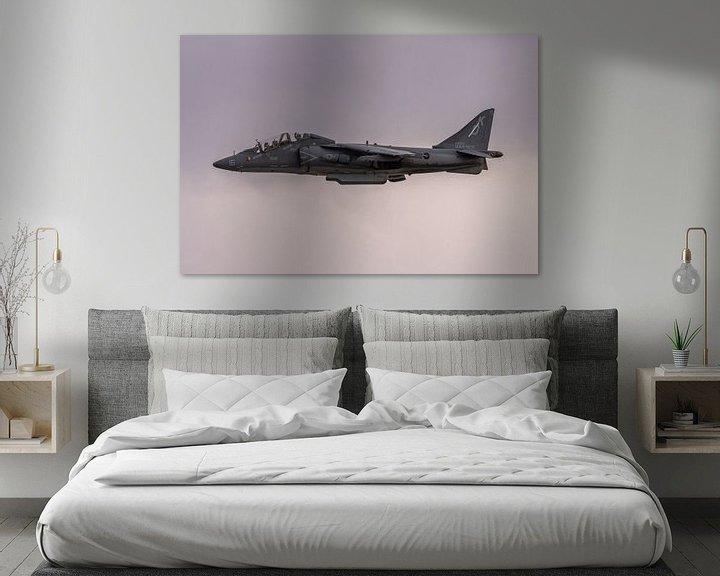 Sfeerimpressie: I love it loud! The sound of freedom. Een McDonnell Douglas TAV-8B Harrier II in de landing bij MCAS van Jaap van den Berg