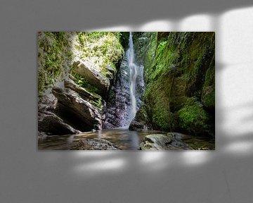 Chute d'eau dans les Ardennes en Belgique sur Joyce Schouten