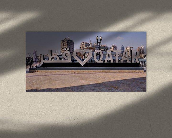 Impression: Porto Arabia dans The pearl Doha, Qatar, photo de jour montrant l'enseigne Love QATAR sur Mohamed Abdelrazek