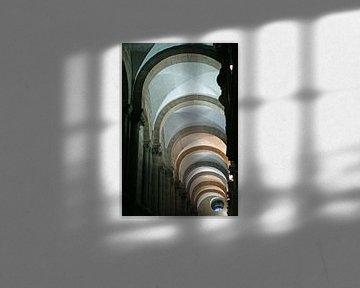 Kleurrijk lijnenspel in de boog gewelven van de kathedraal van Santiago de Compostella. von Gert van Santen