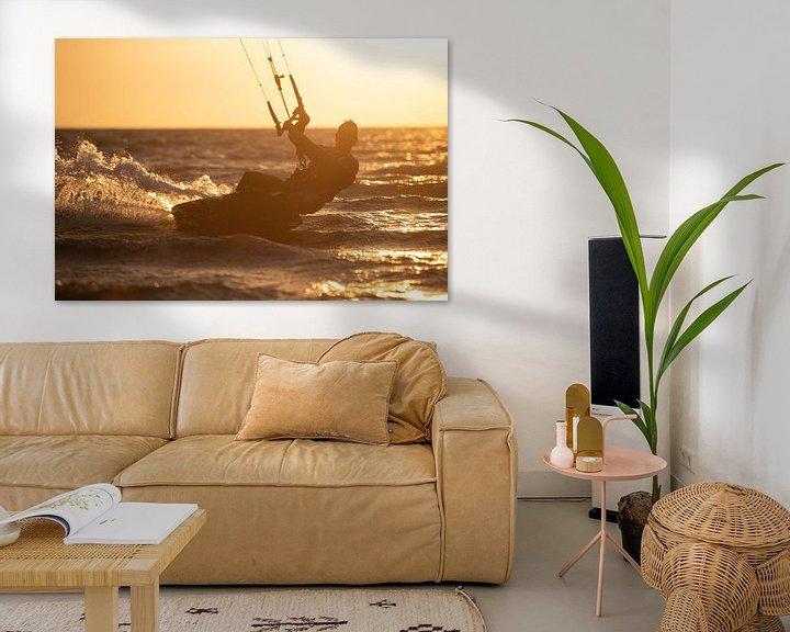 Sfeerimpressie: Kitesurfen ondergaande zon van Ton Tolboom