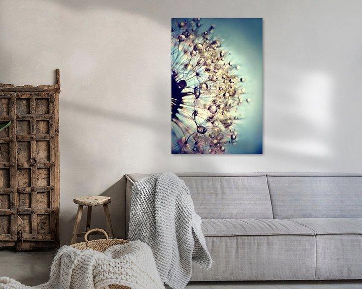 Sfeerimpressie: Paardenbloem  blauw kristal van Julia Delgado