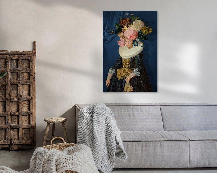 Sfeerimpressie: Portrait of a Woman – Royal Blue van Marja van den Hurk