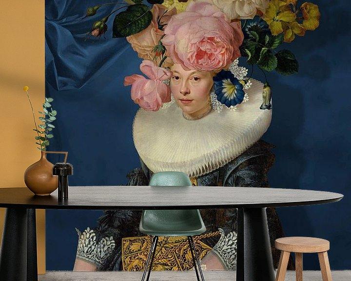 Sfeerimpressie behang: Portrait of a Woman – Royal Blue van Marja van den Hurk