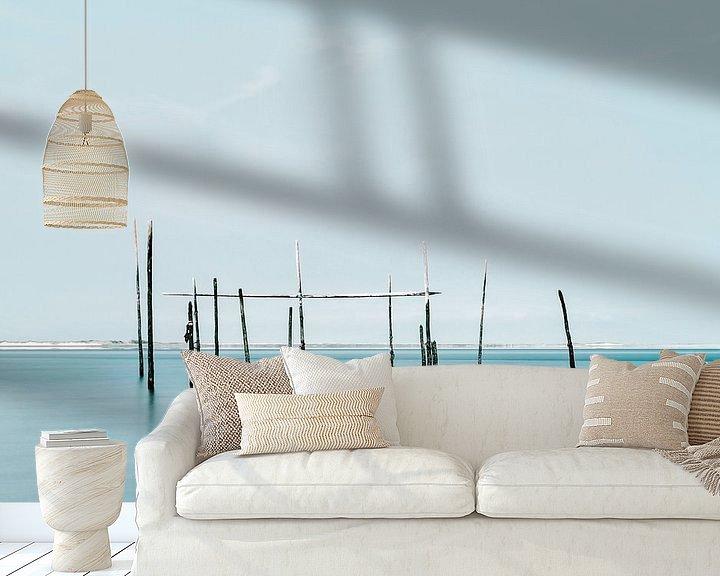 Sfeerimpressie behang: Minimalistische foto van de zee met palingnetten van Miranda van Hulst
