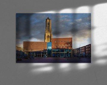 De Eusebius en Focus theater in Arnhem met donkere wolken.