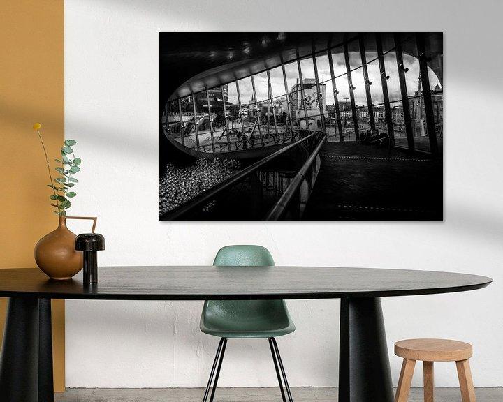 Sfeerimpressie: Binnenkant van het Centraal station van Arnhem in het zwart wit van Bart Ros