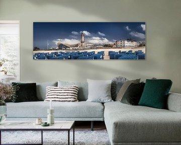 Strand von Warnemünde mit Strandkörben und Leuchtturm. von Voss Fine Art Fotografie