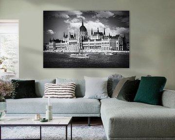Budapester Parlament am Donauufer in Schwarz und Weiß von Andreea Eva Herczegh
