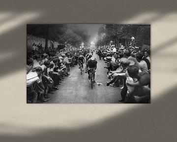 Tour de France wielrenners en juichende menigte van Bridgeman Images