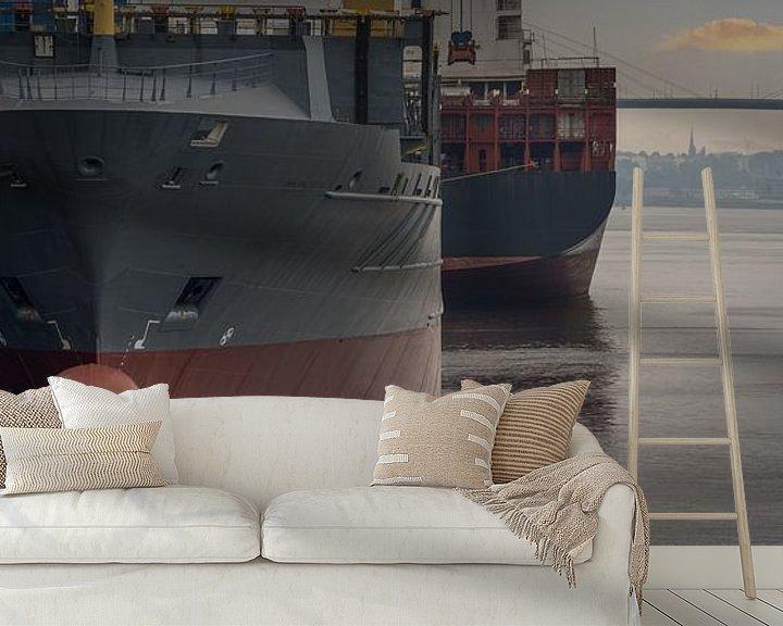 Impression: Porte-conteneurs au lever du soleil au terminal du port de Hambourg. sur Jonas Weinitschke